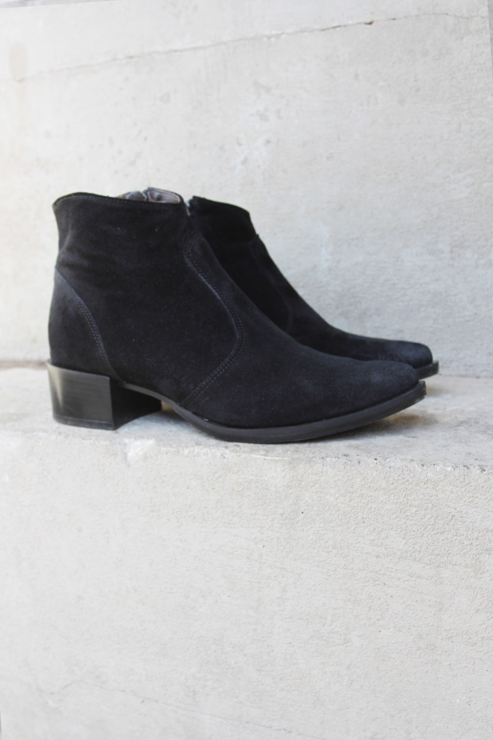 Laura Bellariva Velour Nero Boots