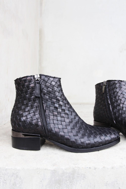 Laura Bellarivan Nero Gunmetal Boots